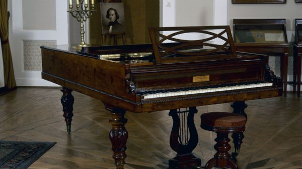 pologne lancement d 39 un concours international chopin sur pianos d poque varsovie 2 14. Black Bedroom Furniture Sets. Home Design Ideas